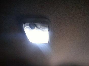 LED点灯時画像車ルームライト